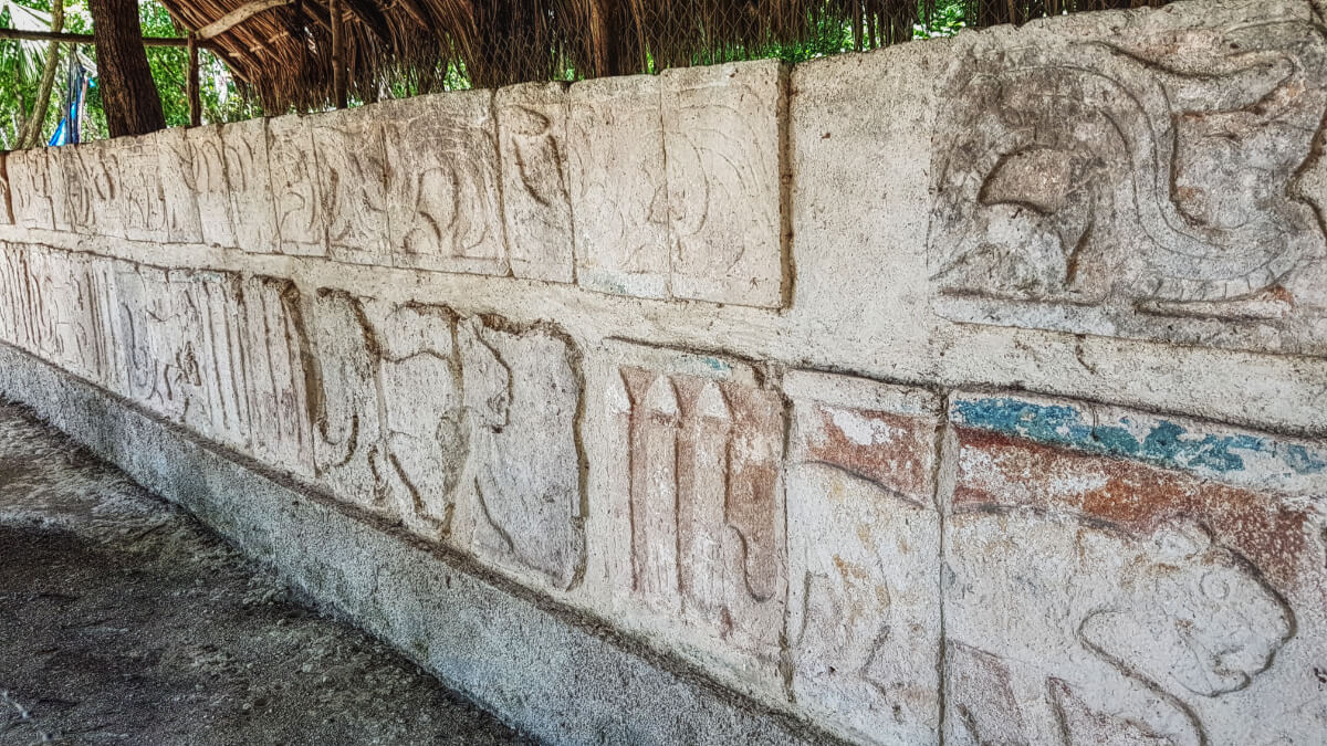Frieze in front of the Temple of the Tables in Chichén Itzá