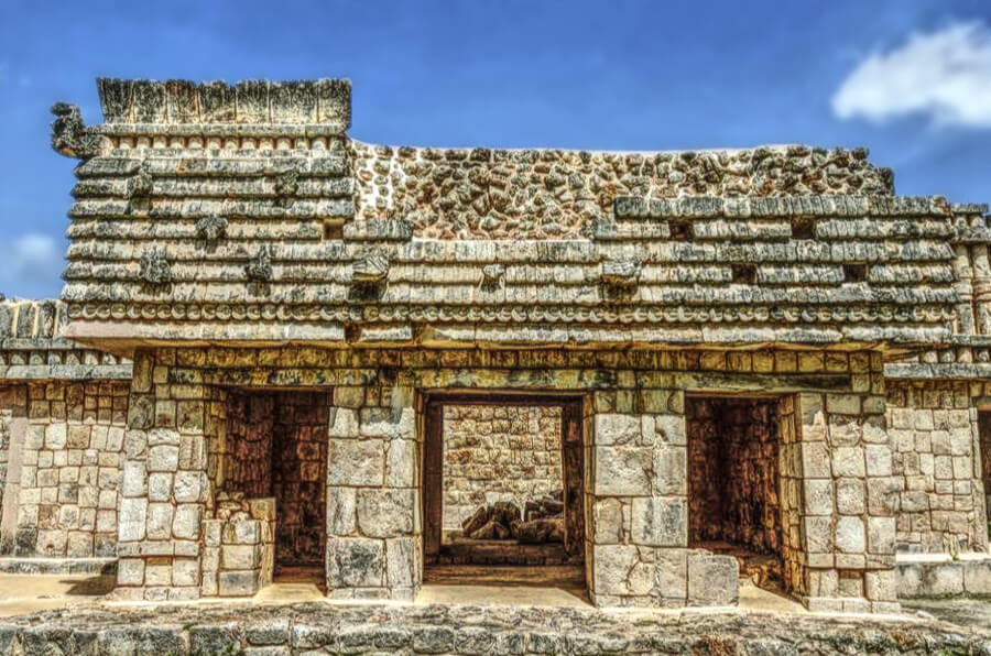 Quadrangle of the Birds chambers in Uxmal