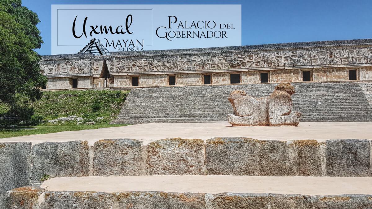 Jaguar en la explanada del Palacio del Gobernador en Uxmal