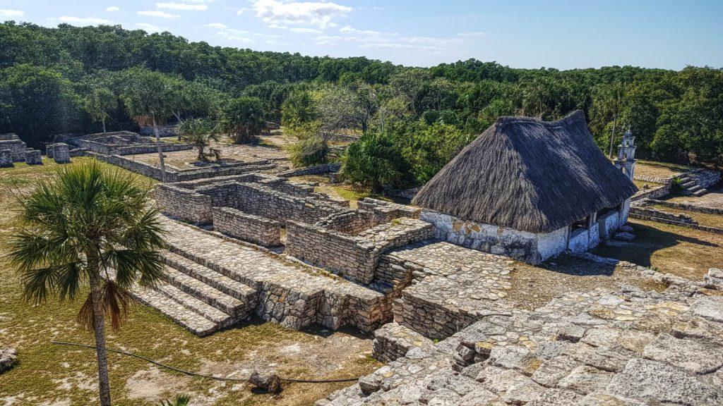 Vista del lado Oeste, Capilla y Plataformas Habitacionales en Xcambó